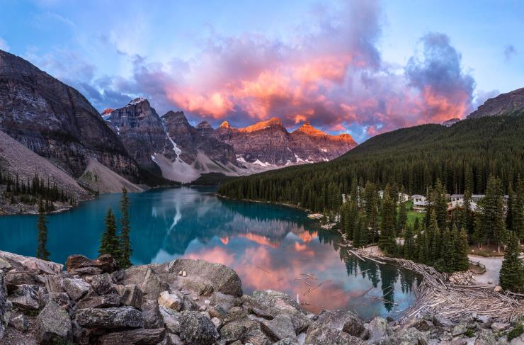 a-beautiful-morning-sunrise-in-moraine-lake-banff-national-park-canada-2048x1349